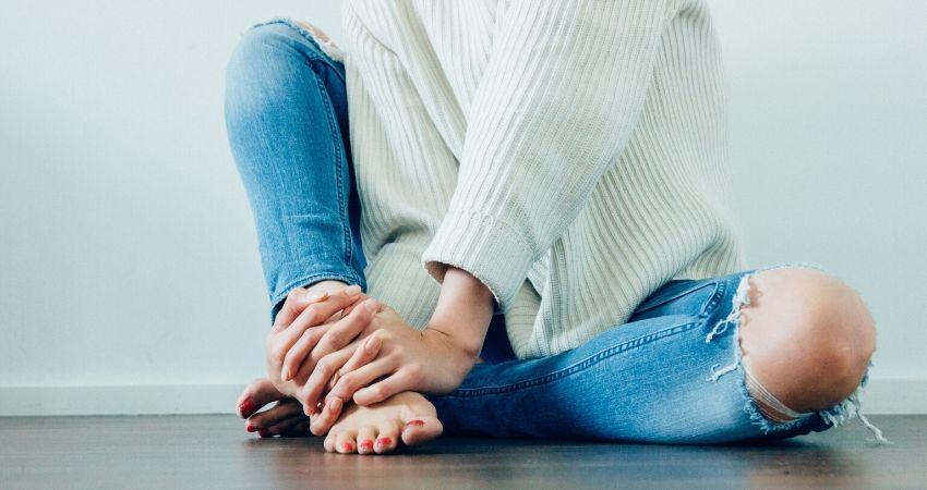 fortalece los dedos de tus pies en casa
