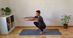 Sentadilla profunda para demostrar movilidad de cadera en este reto.